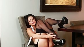 HD Sunny Leon Sex Tube Hot babe Sunny Leone surrounded by her sexy dark-skinned stockings sits