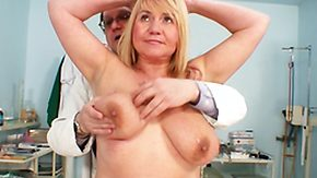 Exam HD Sex Tube Granny Prostitute collects Snatch Scrutiny wide of a Grey Doctor