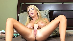 HD Tasha tube Dazzling blonde Tasha Reign enjoys a amiable time by her lonesome on the bed