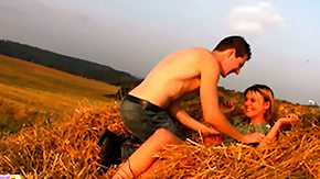 HD Dominika Sex Tube 'tween the field in conjunction with with the sun on their bodies Dominika in conjunction with Havel satisfy their needs